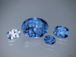 бенитоит светло-голубого цвета
