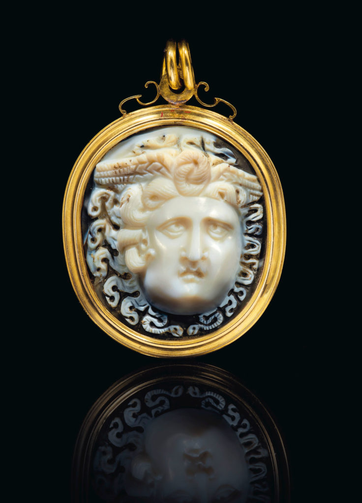 Римская Камея из сардоникса Медузы